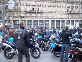 Auf dem Roncalliplatz beim Abschluss der Motorradfahrt